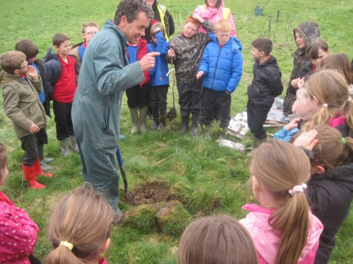Freelance Countryside Ranger Dewi Morris, has a fantastic repartee with the children and got them all busy working away and enjoying the fresh spring day down by the river.