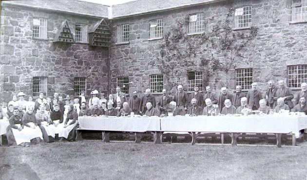 Y-Dolydd-inmates